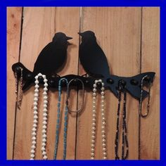 ORGANIZE YOUR JEWELRY !  This high quality birds on a branch NECKLACE rack is made of black wood with black pegs. It has 12 pegs total to hang all your CHAINS & NECKLACES!  The wood has been perfe