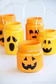 Kids craft: Adorable mini jack o lantern jars made from baby food jars!