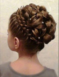 Braided Crown Up-do: ponytail in the center while braid around. Split pony into several smaller ponytails. Pin all down like curls. Russian Hairstyles, Up Hairstyles, Wedding Hairstyles, Flower Girl Hairstyles, Little Girl Hairstyles, Bridesmaid Hair, Prom Hair, Flower Girl Updo, Communion Hairstyles
