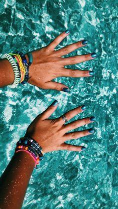 Pin by bri on picture inspo cosas felices, pulseras, moda Beach Aesthetic, Summer Aesthetic, Summer Pictures, Beach Pictures, Nail Pictures, Vsco Beach, Vsco Pictures, Vsco Pics, Summer Bracelets