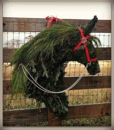 Horse Christmas Fence Wreath - http://media-cache-ak0.pinimg.com/originals/cd/d8/fa/cdd8fac5b7d937ad3aa977a397106cd0.jpg