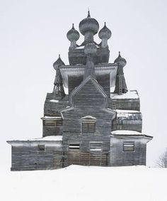 Wooden Churches: Travelling in the Russian North (Hardback)