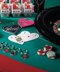 playing cards as Las Vegas wedding favors #las vegas #wedding #favors