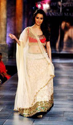 PICS: Priyanka, Parineeti, Sonakshi, Kalki, Sameera! | Bollywood | Slide 18 | Indiatimes Mobile | Page 18