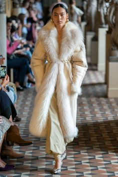 Mark Kenly Domino Tan Copenhagen Spring 2020 Fashion Show Collection: See the complete Mark Kenly Domino Tan Copenhagen Spring 2020 collection. Look 18 Look Fashion, Runway Fashion, High Fashion, Winter Fashion, Fashion Outfits, Womens Fashion, Fashion Trends, Look Street Style, Looks Chic