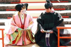 A man and woman dressed in heian robes. Heian Era, Heian Period, The Shining, Historical Clothing, Kimono, Asia, Japanese, Costumes, Lotus