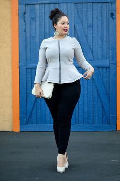 Plus size outfits are easy to wear and are present in varying colors and textures, prints. The benefit of wearing these dresses is that it lets you look slimmer and curvy in an appropriate proportion. Curvy Girl Fashion, Look Fashion, Plus Size Fashion, Fashion Outfits, Fashion Trends, Diva Fashion, Fashion Black, Petite Fashion, Fashion Bloggers