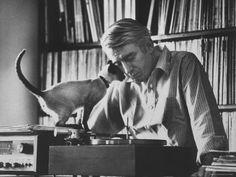 Poet Rod McKuen with a Siamese cat