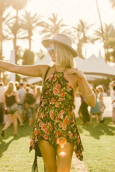 Galeria de Fotos Branco, listras e muitos shorts jeans: veja os looks do primeiro finde do Coachella // Foto 51 // Notícias // FFW