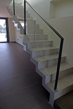 Interior Stair Railing, Stair Railing Design, Railings, Balcony Glass Design, Morden House, Stairs To Heaven, Glass Stairs, Steel Stairs, Modern Staircase
