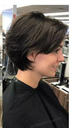 Feathered Hairstyle For Thick Hair Latest Short Bob Hairstyles For Women . - Feathered-hairstyle-for-thick-hair Latest short bob hairstyles for women - Short Haircuts With Bangs, Bob Haircuts For Women, Short Hairstyles For Women, Spiky Hairstyles, Vintage Hairstyles, Haircuts For Oval Faces, Pageboy Haircut, Wedding Hairstyles, Latest Short Haircuts