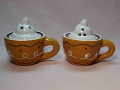 mugs with swirl design and whipped topping