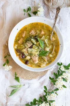 zupa gulaszowa z młodej kapusty