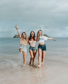 Cute friend pictures, friend photos, group pictures, beach pictures, co Photos Bff, Best Friend Photos, Best Friend Goals, Bff Pics, Cute Photos, Photo Summer, Summer Beach, Summer Vibes, Shotting Photo