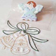 Egyedi, kézzel festett mézeskalács angyalka karácsonyfadísz.      Unique hand painted gingerbread Christmas tree decoration. Angel.
