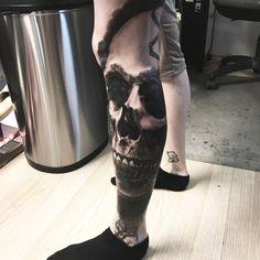 #skull #skulltattoo #coveruptattoo #tattoo #realistictattoo #realism #blackandwhite #blackandgrey #inprogress #budapesttattoo  #ink #tattoo