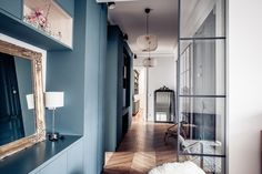 Salon Style, House Tours, Oversized Mirror, Living Room, Wall, Furniture, Home Decor, Magazine, Houses