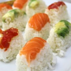 These little sushi bites are so great to make at home and easy enough for the kids to help as well. Push your ingredients into an ice-cube tray and watch them eat their latest creation! Shrimp Sushi, Nigiri Sushi, Sushi Recipe Video, Chicken Sushi, How To Make Sushi, Making Sushi At Home, Sushi Party, Homemade Sushi, Sushi Recipes