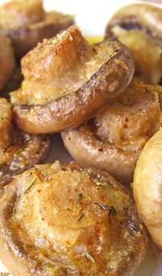 Roasted Mushroom With Garlic + Thyme. A delicious side dish for Thanksgiving...