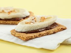 Chocolate-Banana Grahams Break 1 graham cracker square into 2 rectangles. Top each piece with 1/4 teaspoon Nutella (or other chocolate-hazelnut spread), a slice of banana and a sprinkling of toasted shredded coconut. Makes: 1 serving. Per serving: 71 calories. What you get: Potassium.