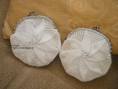 Rendas da Mãe: Bolsa /Porta moedas de crochet com fecho Crochet Coin Purse, Crochet Purses, Knit Or Crochet, Bead Crochet, Crochet Handbags, Change Purse, Zipper Bags, Clutches, Purses And Bags