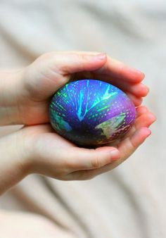 This tie dyed Easter egg is super rad.