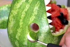 Watermelon Shark: 13 Steps (with Pictures) Fruit Basket Watermelon, Watermelon Art, Watermelon Slices, Watermelon Shark Carving, Fruit Creations, Dessert Decoration, Decorations, Edible Arrangements, Health Desserts