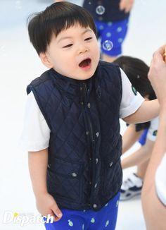Manse the future actor Cute Asian Babies, Cute Babies, Baby Kids, Song Il Gook, Triplet Babies, Superman Kids, Man Se, Song Triplets, Song Daehan