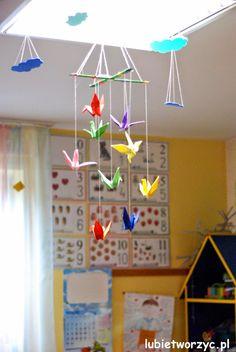 Girlanda z żurawiami origami w roli głównej ;)  #girlanda #zuraw #origami #zuraworigami #dekoracje #wiosna #przedszkole #dekoracjewiosenne #garland #crane #origamicrane #decorations #spring #kindergarten #preschool #springdecorations