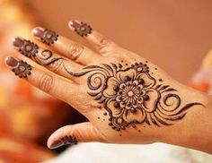I do love a really clean, simple floral hand design. This is one of my favorite layouts... the centrality of it is super pleasing to me! This was on my beautiful sis in Morocco when we were visiting our parents. The paste was a little thicker than I usually go for but it was manageable! #henna #mehndi #henne #heena #mehendi #mehandi #hennadesign #mehndikajoeyhenna #hennaartist #hennatattoo #mehndika #joeyhenna #vegashenna #lasvegashenna