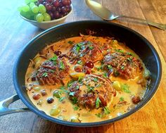 Karbonader i sauce Food N, Food And Drink, Lchf, Danish Food, Cooking Recipes, Healthy Recipes, Dinner Is Served, Daily Meals, Everyday Food