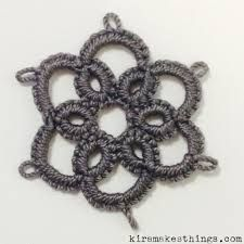 Learn Needle Tatting With My Flower Pendant Needle Tatting Tutorial, Needle Tatting Patterns, Heart Friendship Bracelets, How To Make Rings, Vintage Sewing Machines, Hexagon Quilt, Tatting Lace, Tiny Heart, Flower Pendant