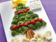 Christmas Fruit and Vegetable Platter Ideas - One Hundred Dollars a Month Christmas Veggie Tray, Christmas Party Food, Tacky Christmas, Christmas Appetizers, Christmas Drinks, Kids Christmas, Veggie Platters, Vegetable Trays, Fruits And Veggies