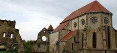 DESCOPERA ROMANIA - MANASTIREA CARTA - situata la 43 km de Sibiu pe drumul spre Brasov in apropiere de muntii Fagaras si de satul Cartisoara. Este deosebit de importanta datorita conservarii sale foarte bune fiind construita in anii 1205-1206. Initial calugarii cistericieni au inceput constructia din lemn, urmand ca intre anii 1210-1215 sa se construiasca o capela de piatra cu ziduri masive.    Astazi manastirea Carta este unul din monumentele cele mai vizitate din zona Tarii Fagarasului...
