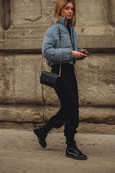 The most beautiful street styles of Paris Fashion Week - Vogue.de Informations About Bonjour de Paris! Das sind die schönsten Street-Styles der Paris Fashion Week Pin You can easily Milano Fashion Week, Fashion Week Paris, London Fashion Week 2018 Street Style, Street Style 2018, New York Fashion Week Street Style, Nyfw Street Style, Street Style Women, Fashion Casual, Look Fashion