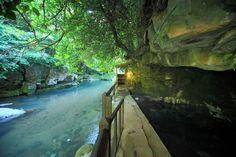 源泉が39℃と少しぬるめの温泉で、柔らかく、長く入浴されても湯疲れしないのが特徴。