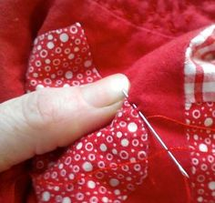 Top tips for consistent hand quilting. Making a quilt over a long period of time? Come and read these tips to make sure your quilt looks as good the day you finish it as the day you started it! Quilting Hoops, Hand Quilting Patterns, Free Motion Quilting, Quilting Tutorials, Machine Quilting, Quilting Ideas, Quilting Projects, Sewing Crafts, Sewing Projects