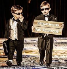 These ring bearers are too cute! Page Boy Style, Dream Wedding, Wedding Day, Geek Wedding, Wedding Dress, Hollywood Wedding, Diy Wedding Flowers, Wedding With Kids, Marry Me