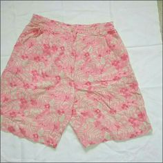 Pink&Baige Floral Print Shorts Cute Relaxed Pink and Baige Floral Print Shorts look supper cute and are in great conditions. Shorts Bermudas