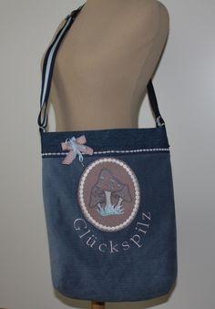 """Trachtentaschen - Umhängetasche *Glückspilz* Oktoberfest - ein Designerstück von byGretchen bei DaWanda -wer diese Tasche trägt ist ein """"GLÜCKSPILZ"""" und wird bestimmt alle Blicke auf sich ziehen -sehr geräumige Tasche aus mittelblauem Kord und einem Jeansstoff genäht."""