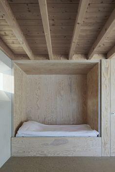 Atrium House par Tham & Videgård Arkitekter ----Great idea for living room extra bed