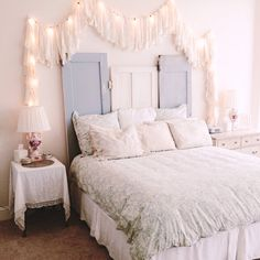 SHABBY CHIC BEDROOM IDEAS –Shabby chic has been growingly popular in today's interior design. What is shabby chic anyway? In general, shabby chic mixe. Shabby Chic Bedroom Furniture, Shabby Chic Interiors, Shabby Chic Bedrooms, Home Decor Bedroom, Shabby Chic Decor, Bedroom Ideas, Chic Bedding, Bedroom Wall, Bedroom Photos