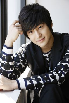 I don't know much about the guy just the fact that he starred alongside Lee-Min ho in one of Korea's well know Drama series Boys over Flowers and that i LIKE him. Kim Bum, F4 Boys Over Flowers, Boys Before Flowers, Asian Celebrities, Asian Actors, Korean Star, Korean Men, Zion T, Dream Cast