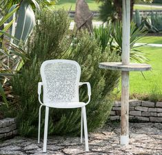 Bend comfortable per il giardino Outdoor Chairs, Dining Chairs, Outdoor Furniture, Outdoor Decor, Home Decor, Decoration Home, Room Decor, Garden Chairs, Dining Chair