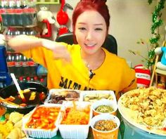 A young Korean girl earns $9,000 a month by eating in front of her computer…