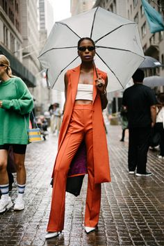 The Best Street Style Coming Out of New York Fashion Week Der beste Streetstyle der New York Fashion Street Style Trends, Top Street Style, Street Style Women, New York Fashion Week Street Style, Street Styles, Nyc Fashion, Cool Street Fashion, Editorial Fashion, Fashion Trends