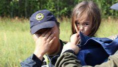 """""""Karinalla on todella vahva luonne. Silloinkin kun hänet löydettiin, ei hänen silmissään ollut pelkoa"""", kertoo Karinan äiti vuosi löytämisen jälkeen Siberian Times -lehdelle. Kuva: Sahan tasavallan pelastuslaitos."""