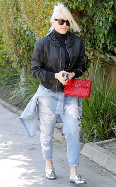 Gwen Stefani from The Big Picture: Today's Hot Photos  The singer totes ared Valentino rockstud bag while running errands in Los Angeles.