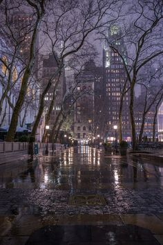 Bryant Park During the Rain - Magical New York in the Fog - New York at Night - New York City Photography City Aesthetic, Travel Aesthetic, Voyage New York, City Vibe, Bryant Park, City Wallpaper, Night City, City Photography, Rainy Day Photography
