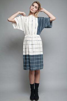 vintage 70s dress blue white kimono sleeves midi by shoprabbithole
